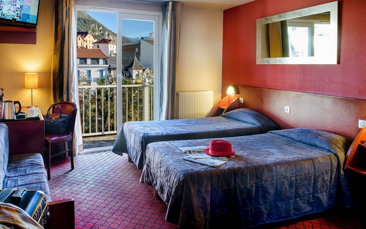 Spacious room with balcony and desk and two single beds, hotel restaurant pyrenees, Hotel La Solitude.