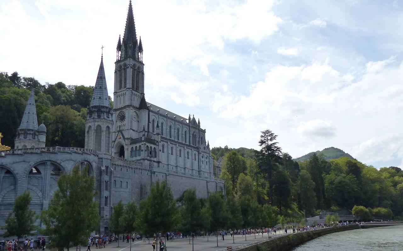 Notre Dame de Lourdes by the water, visit lourdes, Hotel La Solitude.