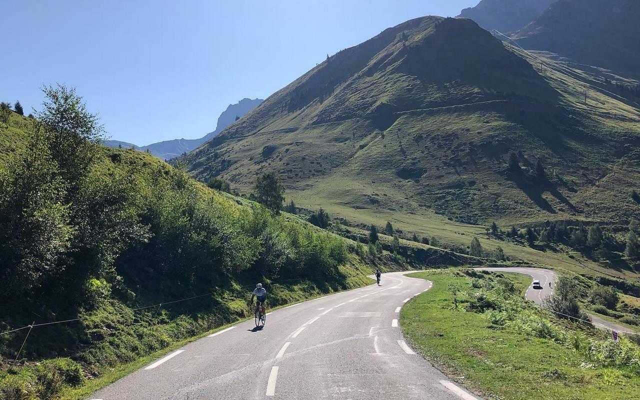 Circuite à vélo dans les belles montagnes des Pyrénées, vacances hautes pyrénées, Hôtel La solitude.