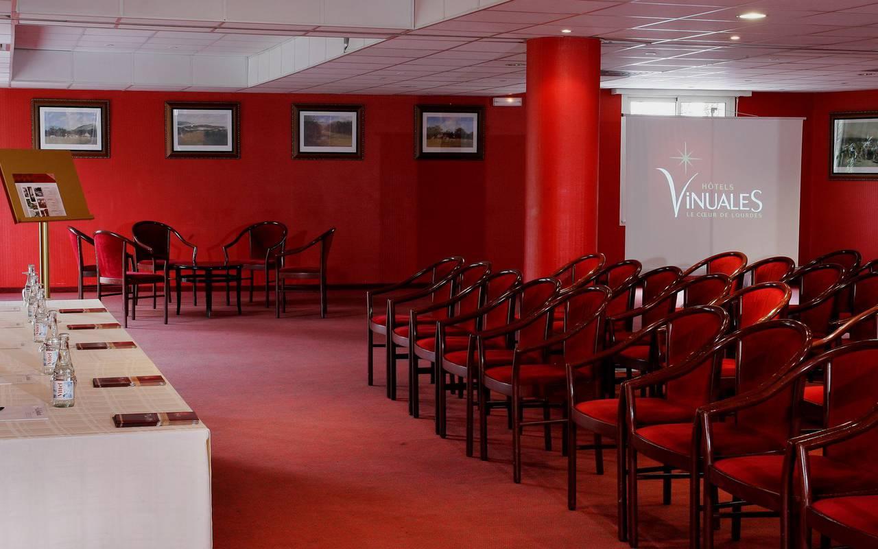 Grande et spacieuse salle de séminaire pour vos réunions en grand comité, seminaire pyrenees, Hôtel La Solitude.