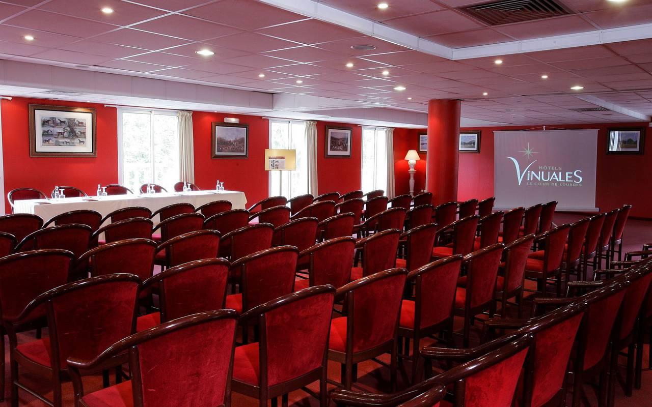Salle de séminaire spacieuse et bien équipée pour réaliser des réunions de qualité, seminaire pyrenees, Hôtel La Solitude.