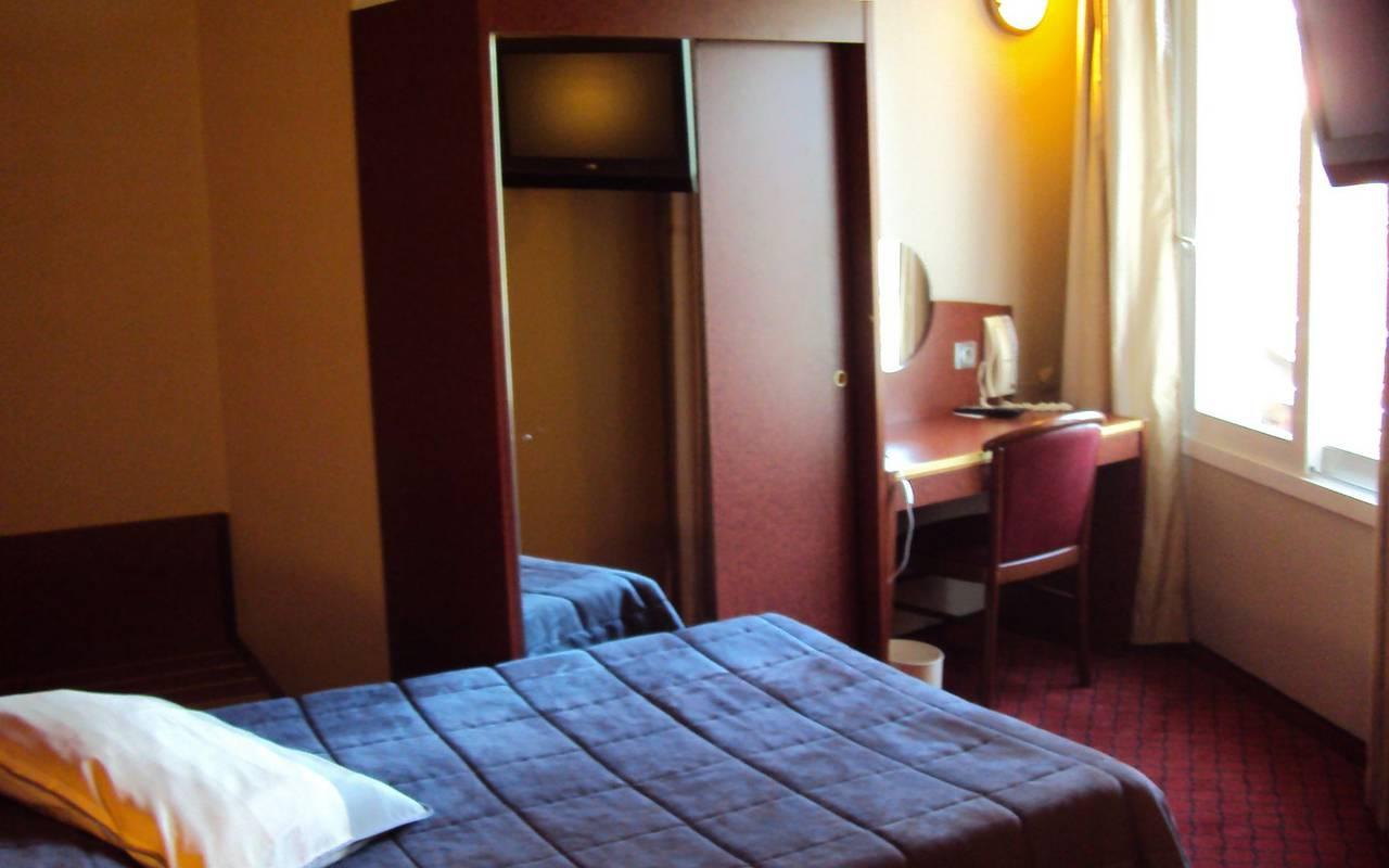 Chambre individuel avec placard et bureau, hotel avec piscine hautes pyrenees, Hôtel La Solitude.