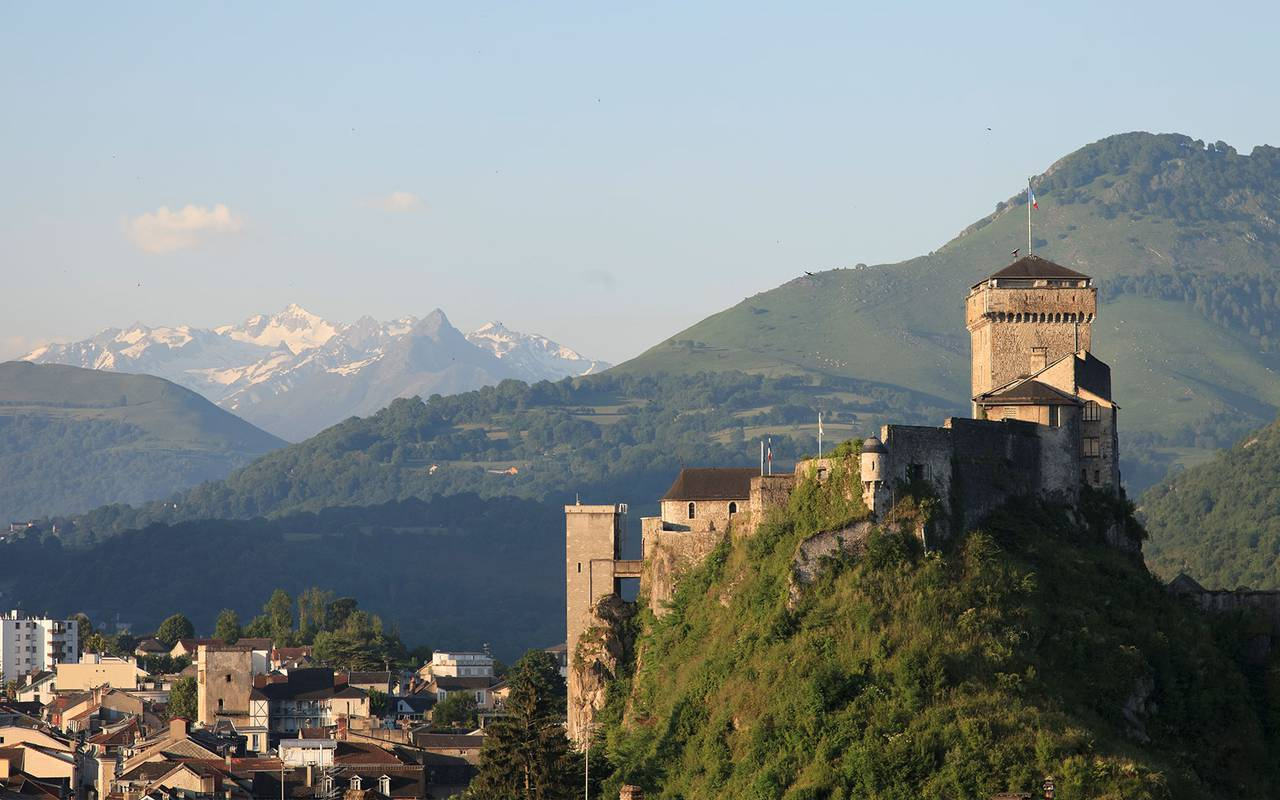 Découverte de la culture et du château, hotel chateau fort lourdes, hôtel La Solitude.