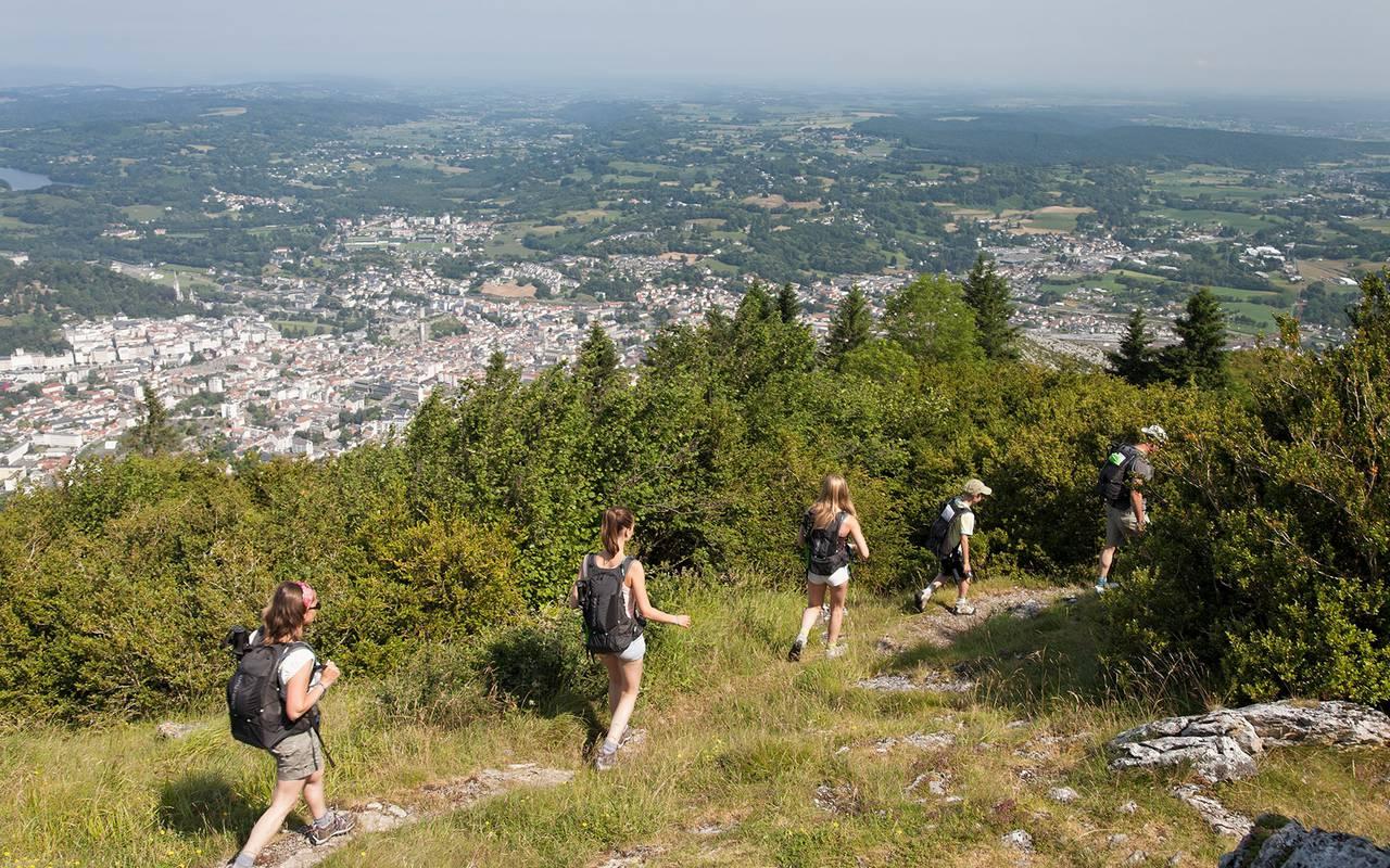 Randonnée en famille ou entre amis dans la nature près de Lourdes, hotel chateau fort lourdes, Hôtel La Solitude.